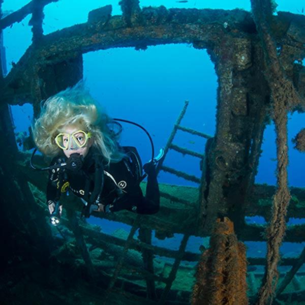 Curso de especialidad PADI en Lanzarote Barcos hundidos pecios - con centro de buceo Manta Diving Lanzarote