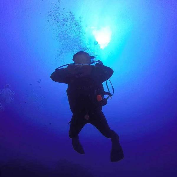 Curso de especialidad PADI en Lanzarote Profundo - con centro de buceo Manta Diving Lanzarote