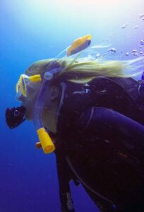 Abi diving in lanzarote to become a PADI Divemaster - Manta Diving Lanzarote
