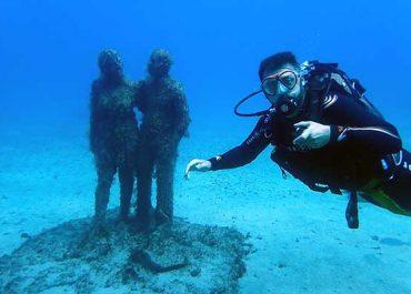 Aprendiendo a bucear en 1 día para bucear en el museo submarino de Lanzarote