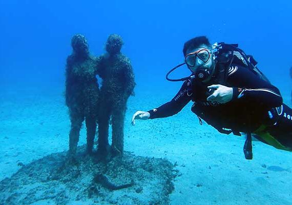 Diving at the underwater musuem in Playa Blanca with no diving certification