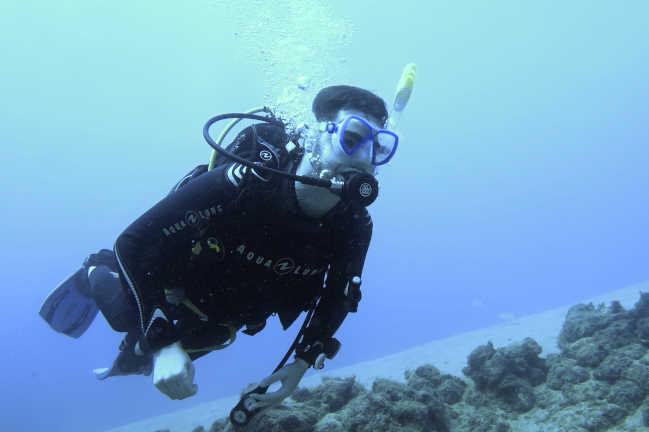 Vive el estilo de vida nómada digital, trabaja en Lanzarote y pasa los fines de semana aprendiendo a bucear con el curso de open water PADI.